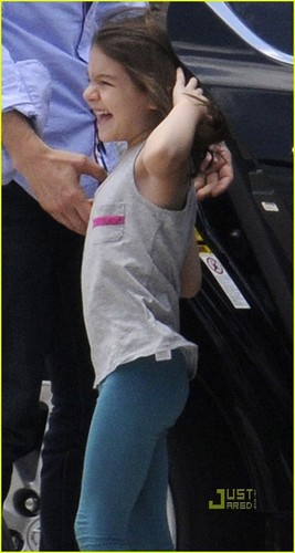 Suri Cruise: Private Plane with Mom and Dad!