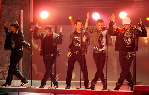 New Kids on the Block 바탕화면 probably with a 음악회, 콘서트 called nkotb