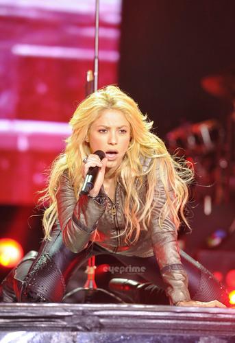 Шакира Performs Live in St. Petersburg.