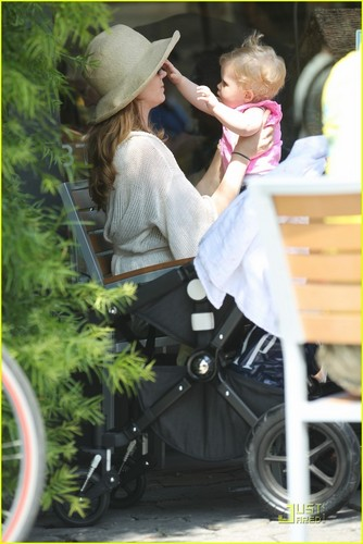 Amy Adams: Family Outing with Aviana & Darren Le Gallo!