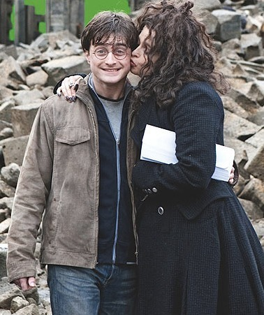 Bella kisses Harry :D