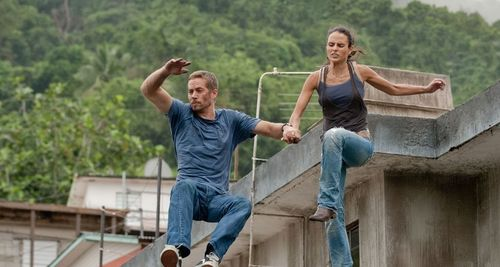 Brian & Mia Jumping Off A Roof!! (Love Them 2Gether) F&F5! 100% Real ♥