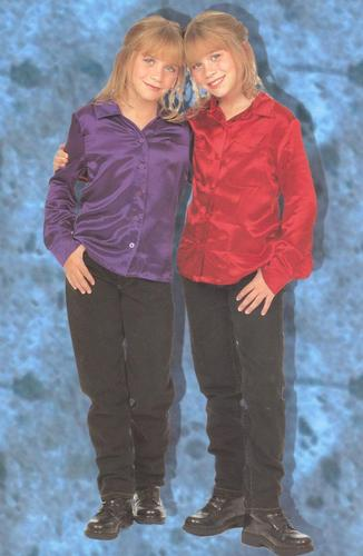 Mary-Kate & Ashley Olsen karatasi la kupamba ukuta probably with an outerwear, a well dressed person, and a box kanzu, koti called Calender 1998