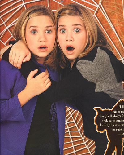 Mary-Kate & Ashley Olsen wallpaper with a parasol called Calender 1999-2000