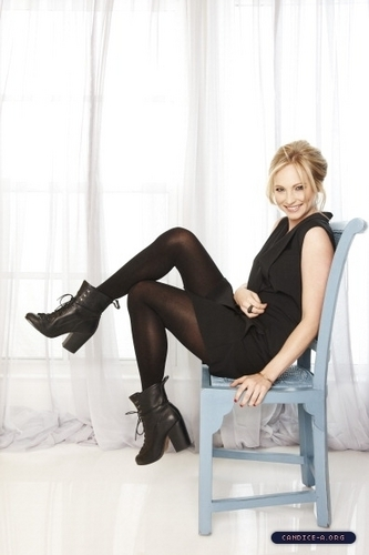 Candice Accola fondo de pantalla containing bare legs, tights, and a hip boot entitled Candice Accola♥