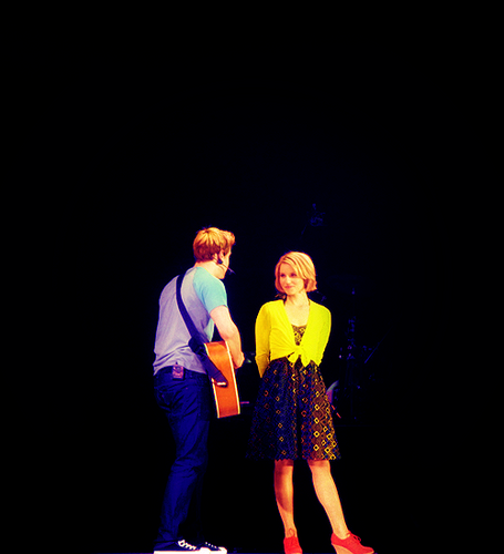 "Dianna&Chord Preforming ""Lucky"" at Glee Live! 2011"