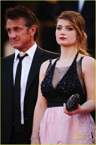 Eve Hewson: 'This Must Be the Place' with Sean Penn!