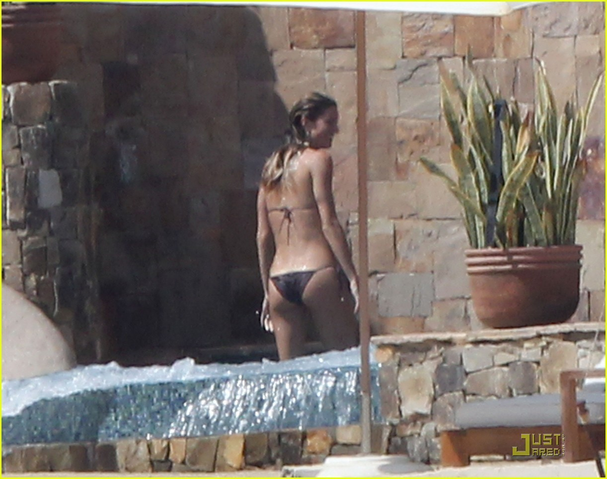 Gisele Bundchen: Bikini Pooltime with Tom Brady! - gisele-bundchen ...