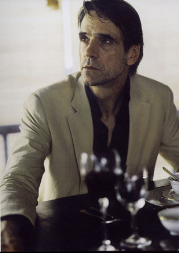 Jeremy Irons wallpaper with a business suit and a jantar mesa, tabela called Jeremy Irons