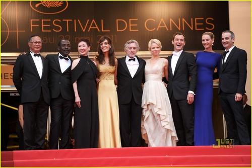 Jude Law & Uma Thurman: Cannes Closing Film!