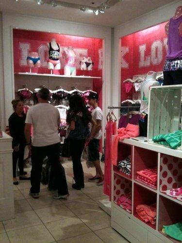 Justin Bieber And Selena-Victoria Secret