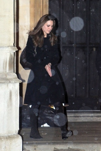 Kate Middleton वॉलपेपर possibly containing a business suit, a well dressed person, and an overgarment called Kate Middleton; 2010 Carol Service