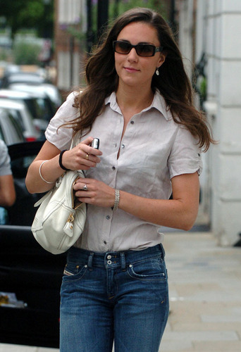 Kate Middleton; Out in 런던 2007