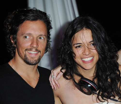 "Michelle Rodriguez Hintergrund with a portrait called Michelle & Jason Mraz @ ""The Big Fix"" Premiere Party - 64th Annual Cannes Film Festival - 2011"