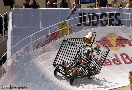 еще фото of Candice judging the LA Red бык Soapbox race! [21/05/11]