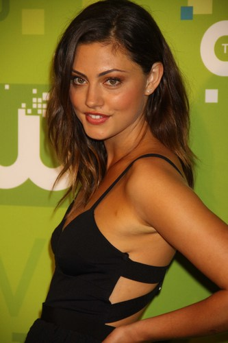 Phoebe Tonkin Обои with attractiveness and a portrait called Phoebe Tonkin