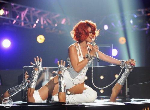 রিহানা - Billboard সঙ্গীত Awards - Performance - May 22, 2011