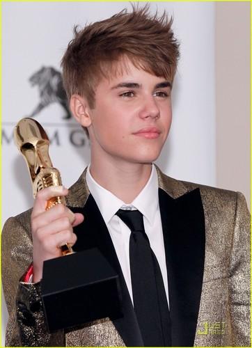 Selena Gomez & Justin Bieber キッス at Billboard Awards