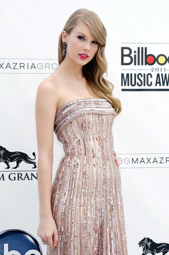Selena Gomez & Taylor Swift: 2011 Billboard musik Awards