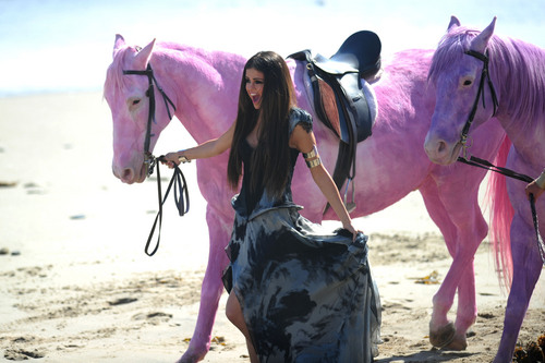 Selena - 'Love wewe Like a upendo Song' muziki Video Stills - 19th May 2011