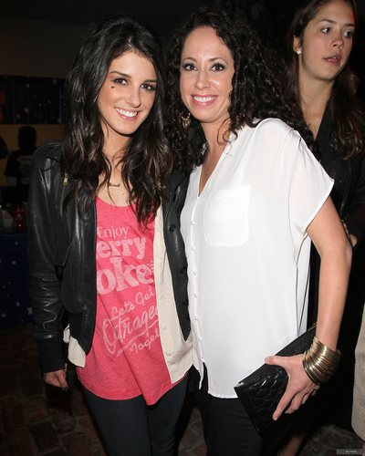 Shenae Grimes wallpaper possibly with a playsuit, a top, and a leisure wear entitled Shenae Grimes