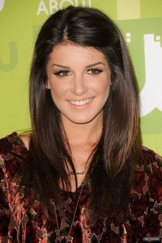 Shenae Grimes wallpaper containing a portrait entitled Shenae Grimes
