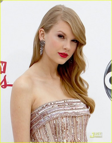 Taylor Swift wallpaper possibly containing a cocktail dress and a portrait called Taylor Swift - Billboard Awards 2011