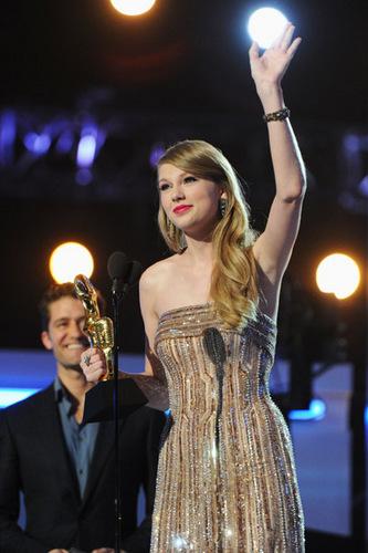 Taylor تیز رو, سوئفٹ at the 2011 Billboard موسیقی Awards