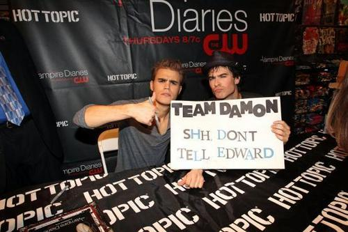 Team Damon! - twilight-vs-the-vampire-diaries Photo