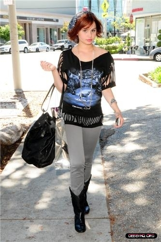 Debby walking on Robertson Blvd In CA (May 3, 2011)