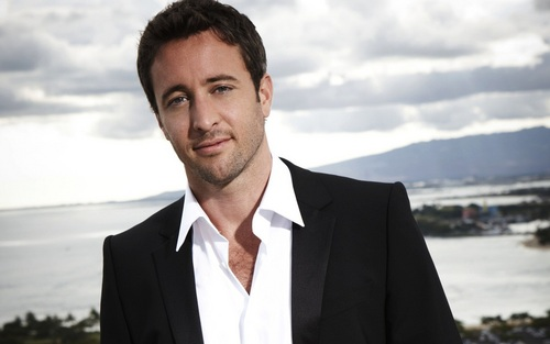 Alex O'Loughlin achtergrond with a business suit, a suit, and a double breasted suit called Alex looking HOT