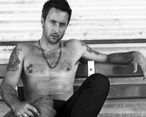 Alex looking HOT - alex-oloughlin Wallpaper