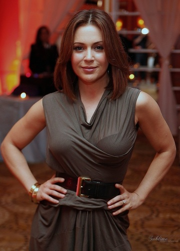 Alyssa Milano - Glade thiết kế and Shine charity, October 13, 2010