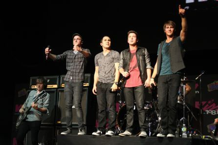 Big time rush at the Kiss 108 концерт in boston