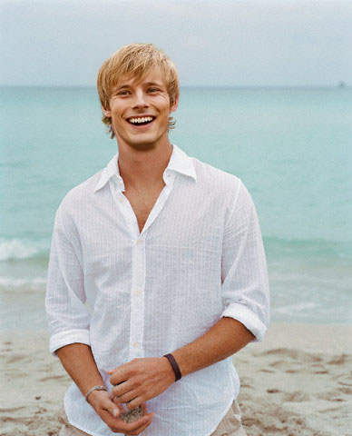 bradley james smile - photo #11