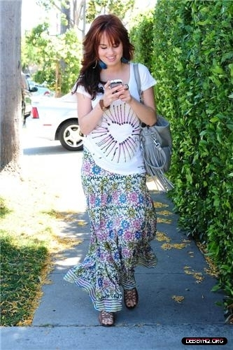 Debby Visiting The 샵 PR Showroom (April 27, 2011)