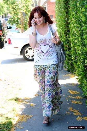 Debby Visiting The tindahan PR Showroom (April 27, 2011)