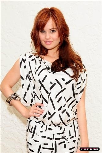 Debby Ryan karatasi la kupamba ukuta with a portrait called Debby Visiting The duka PR Showroom (April 27, 2011)