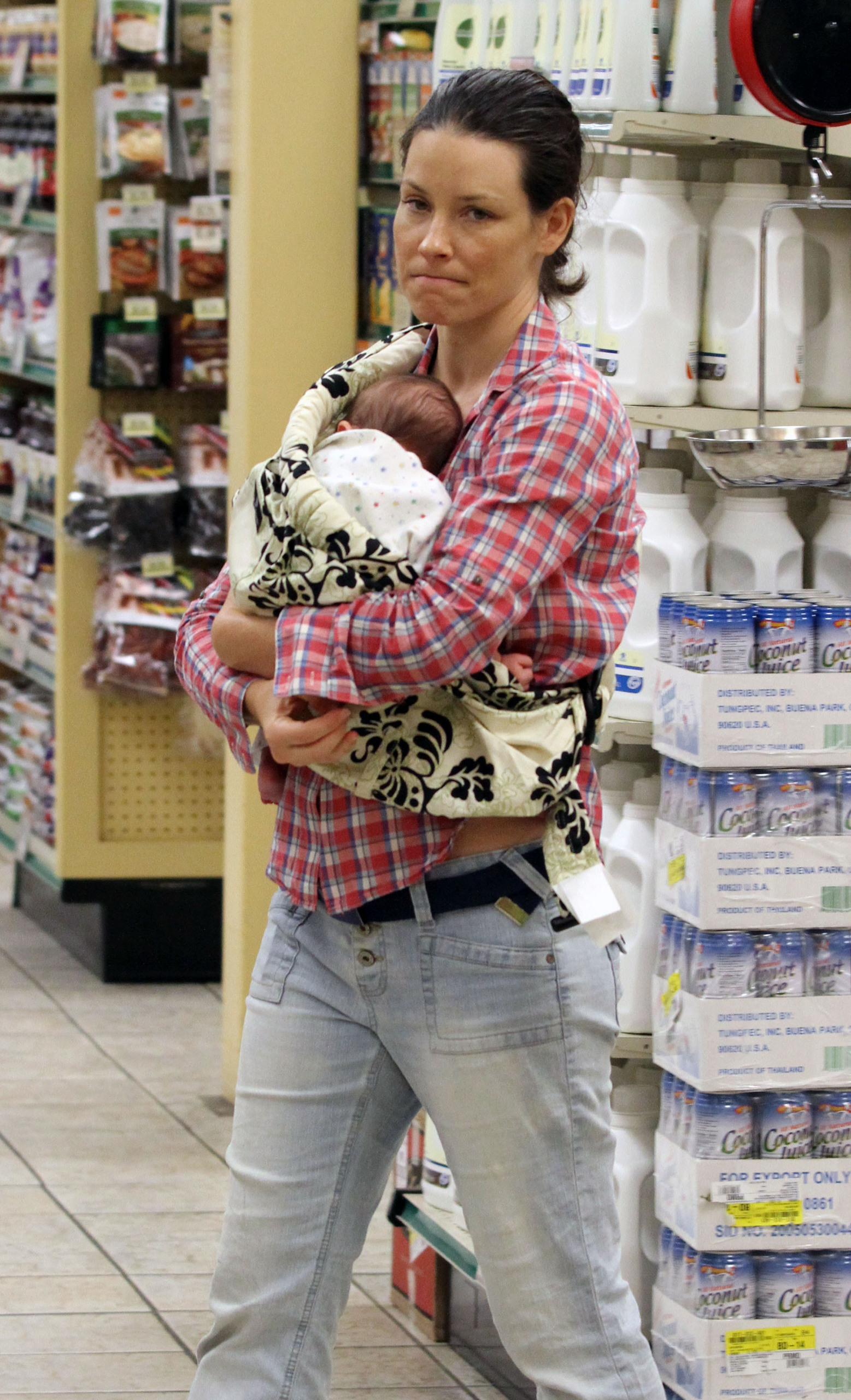 Evi with her baby and Norman - Evangeline Lilly Photo ...