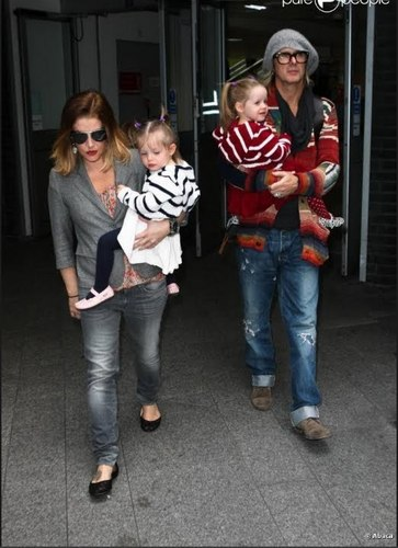 Lisa Marie Presley fond d'écran probably containing long trousers, a pantleg, and a dishwasher entitled Finley & Harper