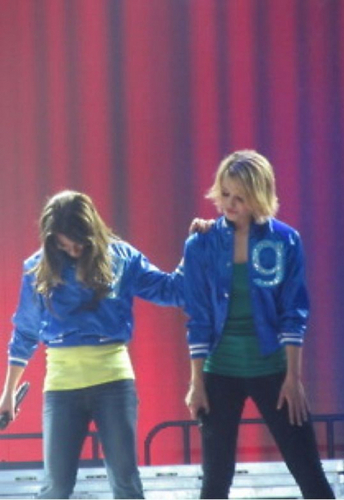 Lea Michele and Dianna Agron wallpaper entitled Glee Live Tour 2011