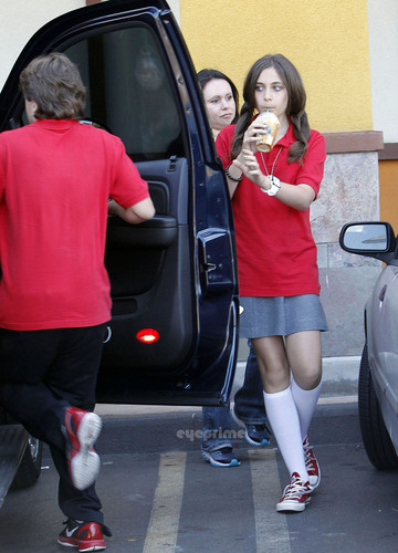 HQ-Prince, Paris, And Blanket At Starbucks 5/24/2011