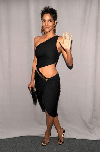 Halle Berry: 2011 FiFi Awards