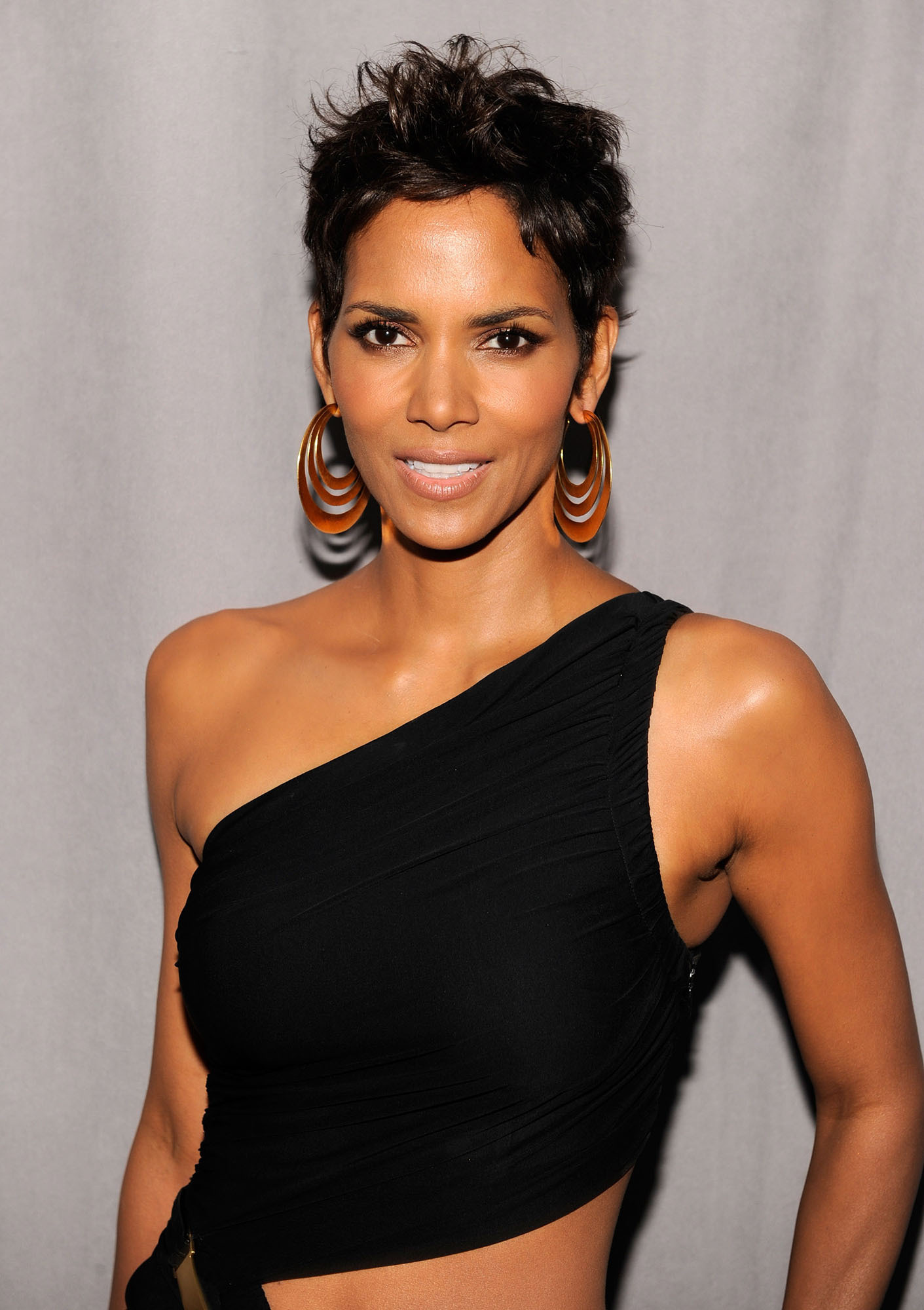 Halle Berry: 2011 FiFi Awards - Halle Berry Photo ... Halle Berry