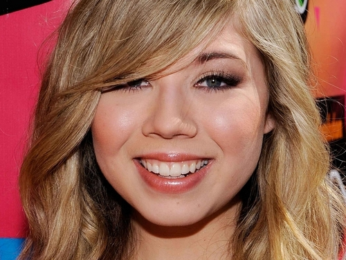 Jennette McCurdy Hintergrund with a portrait entitled Jennette McCurdy