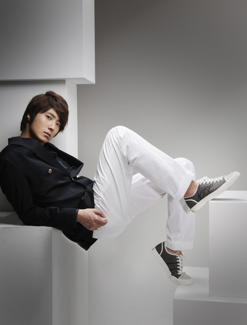 http://images4.fanpop.com/image/photos/22300000/Jung-il-woo-jung-il-woo-22330496-500-658.jpg