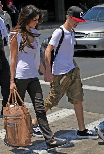 Justin & Selena in Hawaii