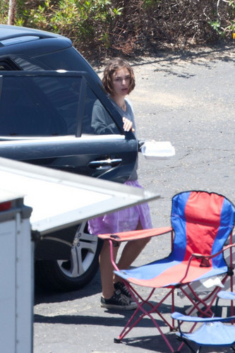 Keira Knightley on Set with Steve Carrell