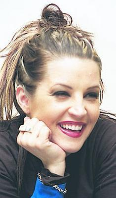 Lisa Marie Presley wolpeyper with a portrait called Lisa Marie !#