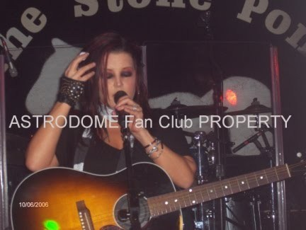 lisa marie presley wallpaper containing a guitarist and a show, concerto called Lisa Marie !#